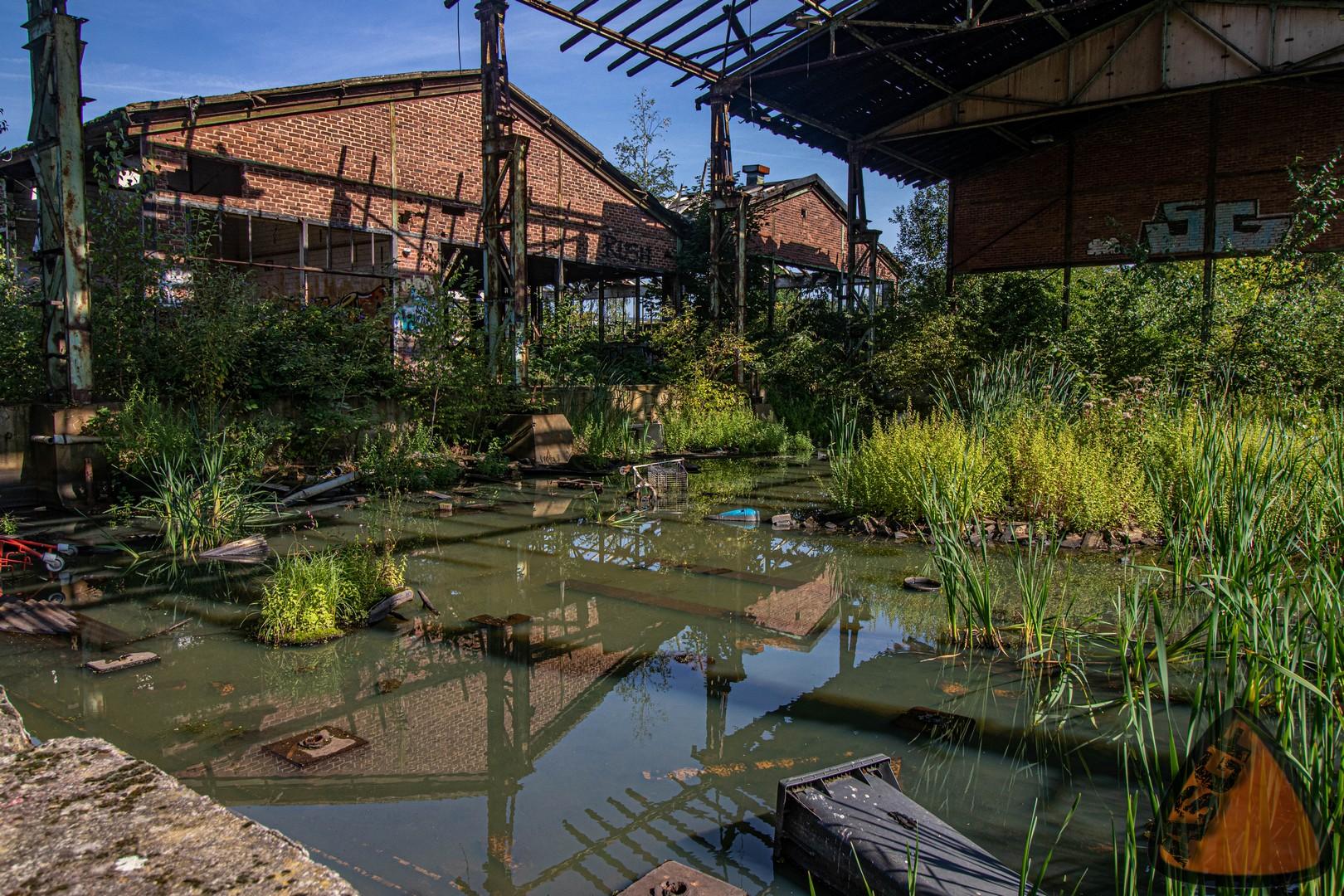 Fabrikruine mitten in der Großstadt